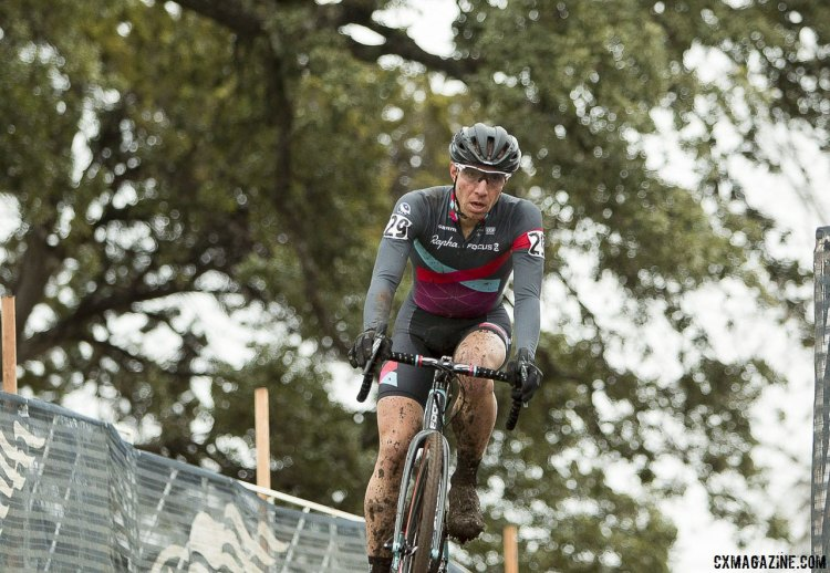 Jeremy Powers plays it cool in the shade of Zilker's Heritage Tree - 2015 Cyclocross National Championships © Cyclocross Magazine