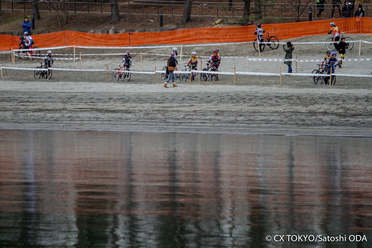 racing-on-the-bay-of-the-largest-city-in-the-world-2015-tokyo-cyclocross-day-1-satoshi-oda