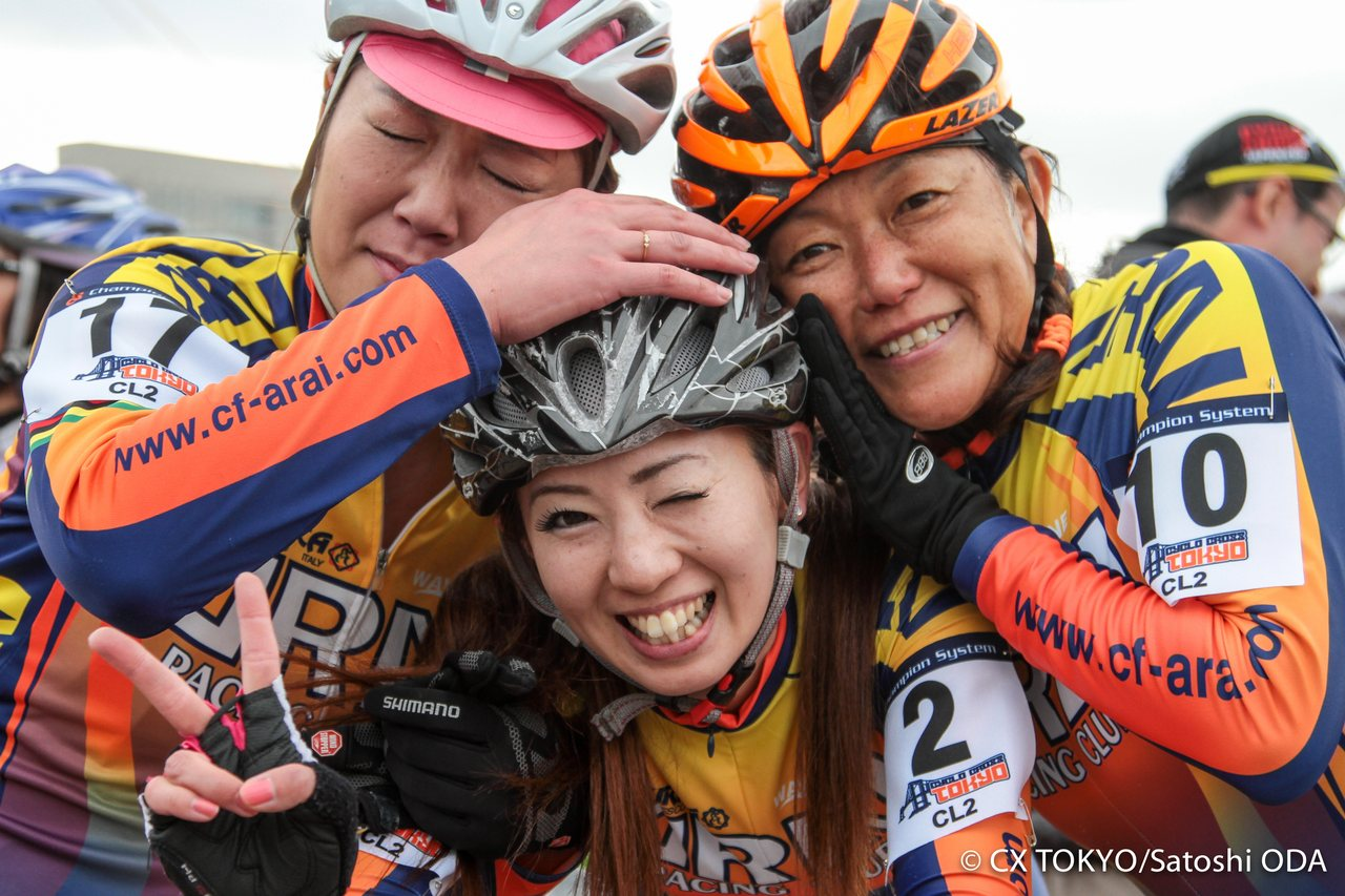 the-family-atmosphere-of-cyclocross-exists-everywhere-2015-tokyo-cyclocross-day-1-satoshi-oda