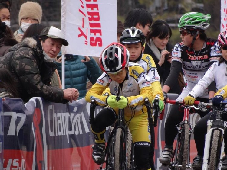 Concentration is always serious business at the start line. © Yamasaki Seiya