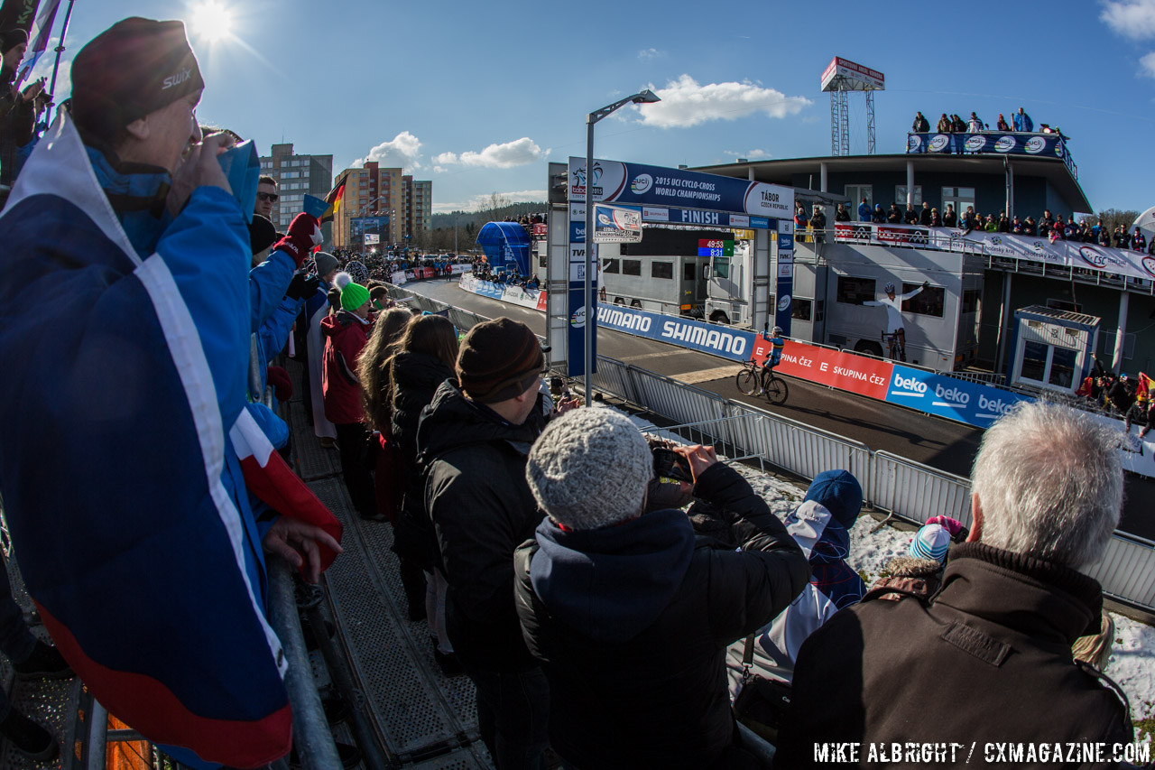 vip-fans-watch-michael-vanthourenhout-win-the-u23-mens-title-2015-cyclocross-world-championships-mike-albright-cyclocross-magazine