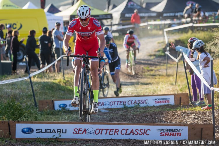 Ontenbald rides the barriers to keep himself in the lead position at Sea Otter. © Matthew Lasala / Cyclocross Magazine