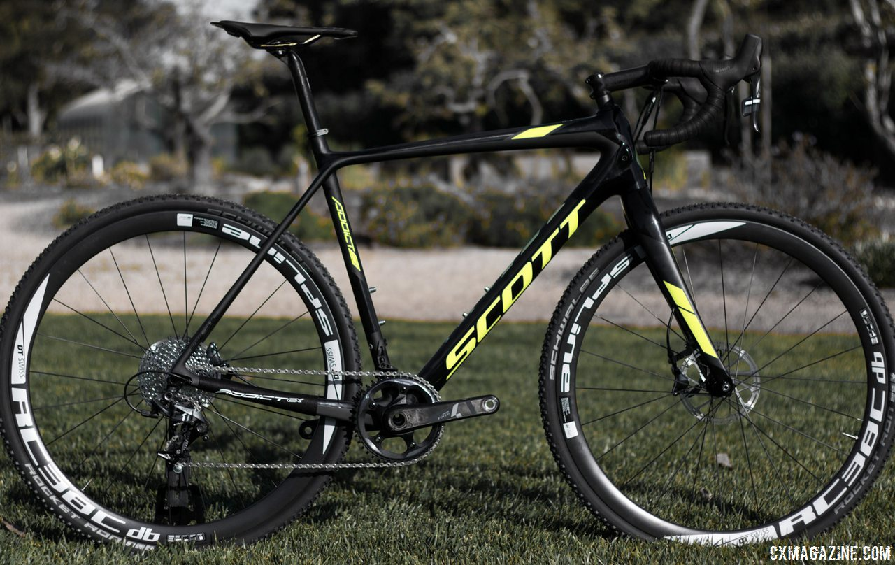 The Scott Addict CX 2016 adds girth and discs, and still loses weight. Frame