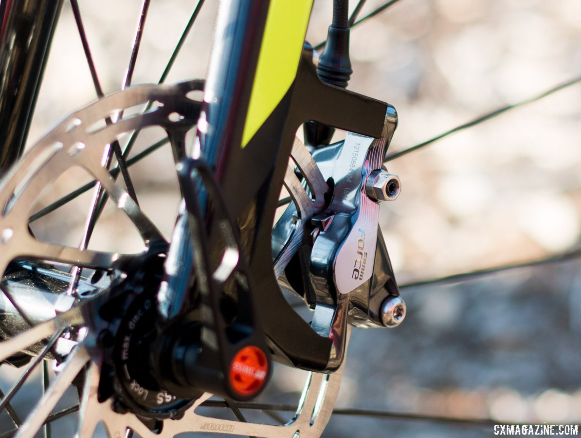 Scott Addict CX is compatible with both flat mount and post mount disc caliper brakes.