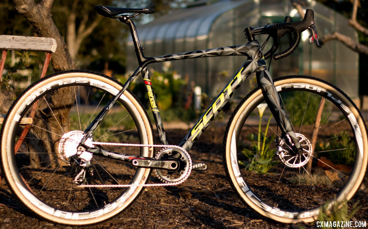 Prototype of the Scott Addict CX 2016, in a automotive-inspired paint job designed