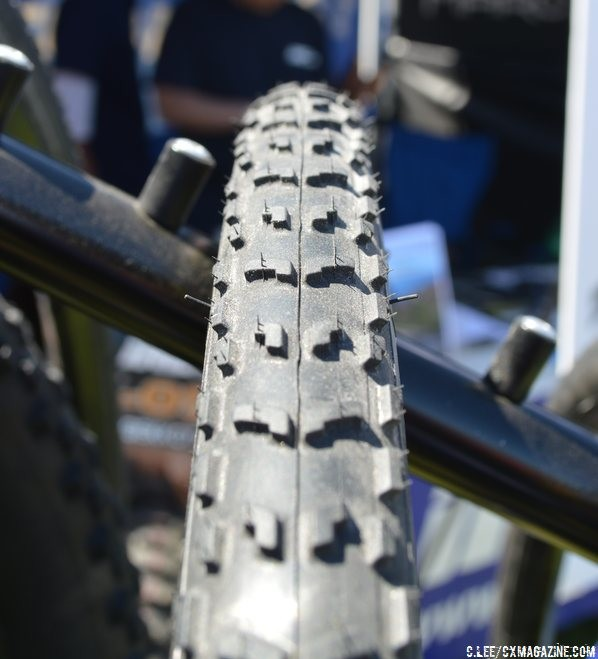 IRC SeracCX Mud has a open tread down the middle. © Cyclocross Magazine