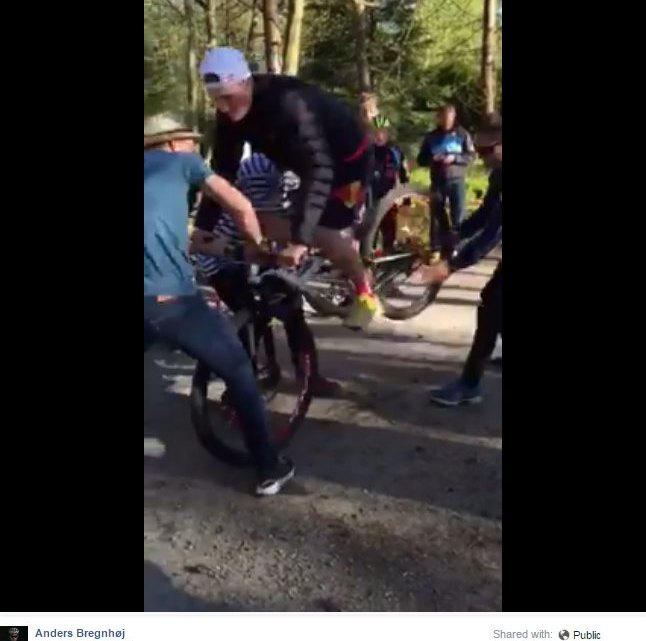 A faster way to swap wheels in a cyclocross race? screenshot from Anders Bregnhoj's video.