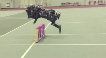 MIT Cheetah robot hops barriers