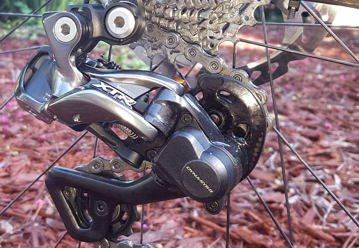 The XTR Di2 rear derailleur offers a clean solution. Photo by Jayson O'Mahoney