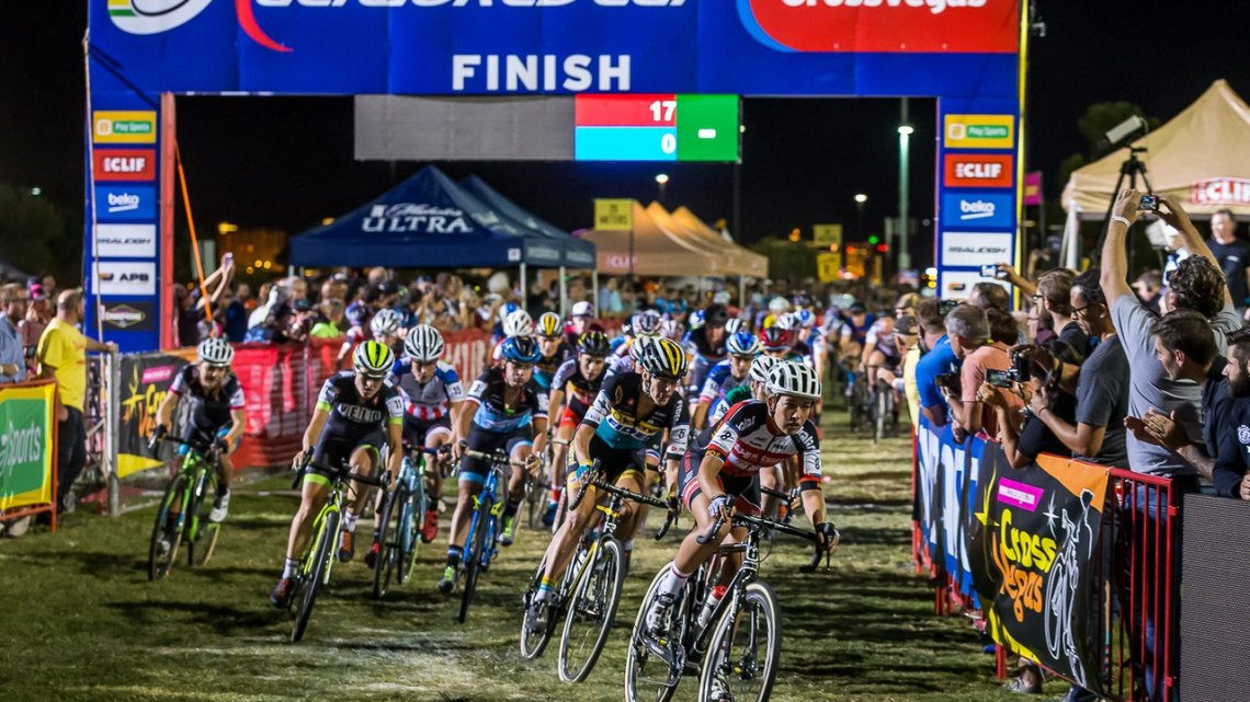 The start of both races were fast and compact, but they didn't stay that way for long. © Matthew Lasala / Cyclocross Magazine