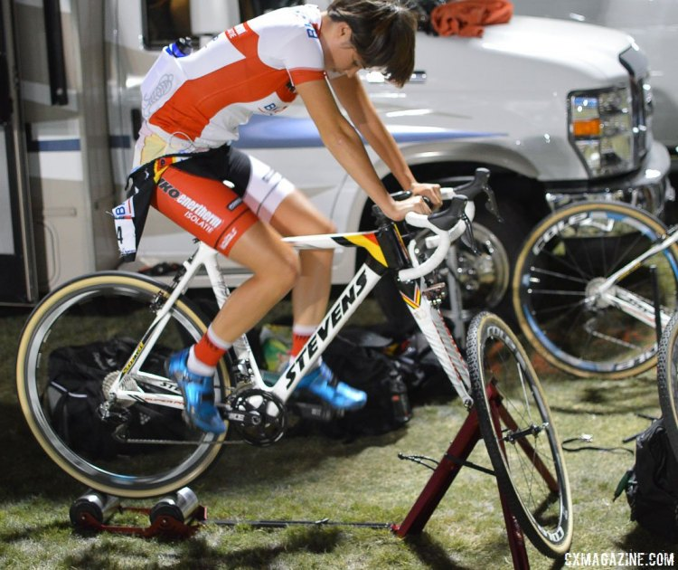 Sanne Cant has a lot of time to inspect the course, and relies on the ritual of riding her trainer to warm-up for the World Cup of CrossVegas. © Clifford Lee / Cyclocross Magazine