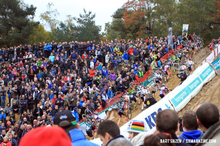 The sandy descent into a run up was the most popular spectator spot, for obvious reasons. © Bart Hazen