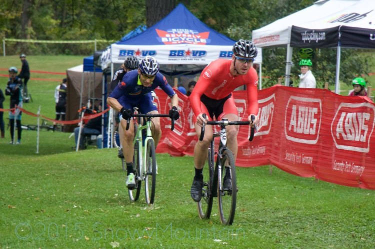 Brandon Krawczyk (Saint Paul, MN) holds off Christopher Pike (Evanston, IL) in a sprint for the win in a crowded (68 finishers) single speed field.