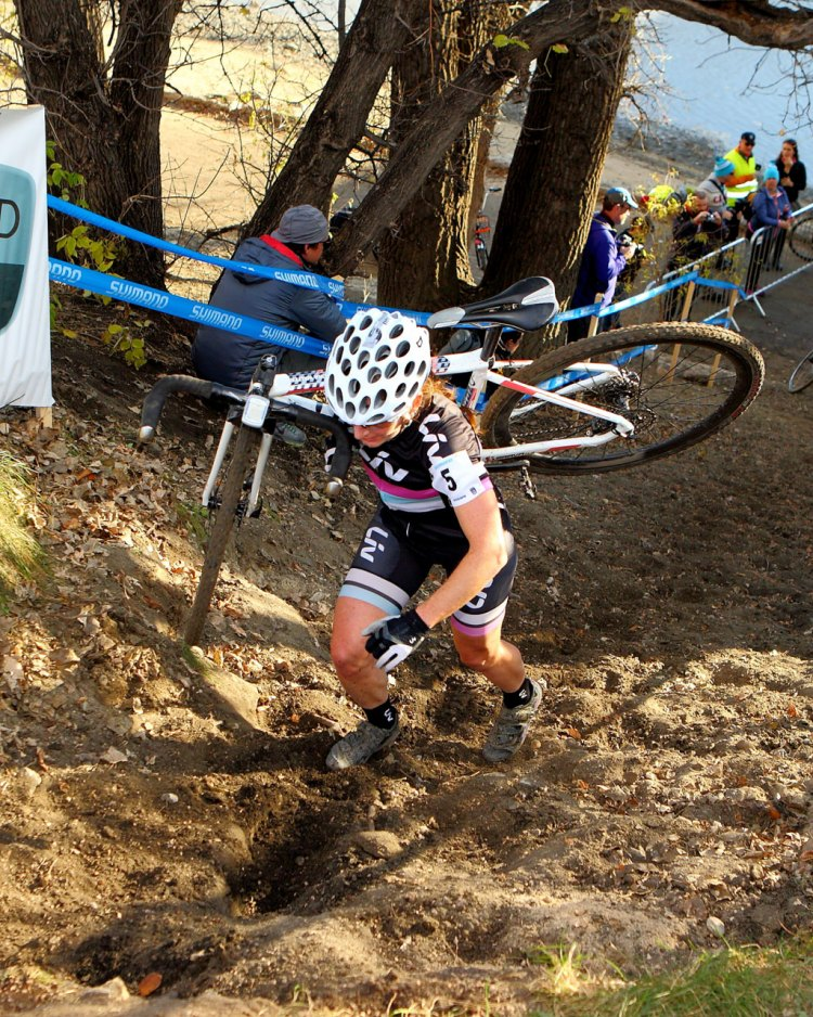 Sandra Walter (Liv Cycling Canada) chasing Dyck on the steep run-up. © Randy Lewis/lewisimages