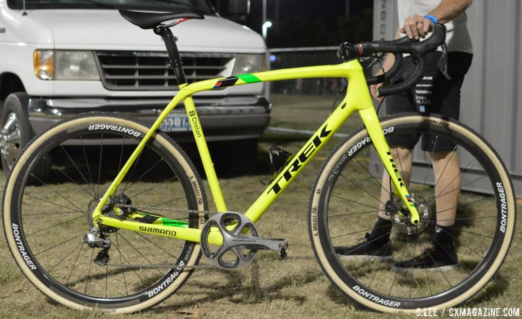 Sven Nys' Trek Boone in day-glo. Note the machined 53t Dura-Ace chainring that now forms a chainguard, no different than what racers did 30 years ago. The left shifter is a matching R785 Di2 stock with the buttons-just no front derailleur. Tire pressure: 1.5 bar. © Clifford Lee / Cyclocross Magazine