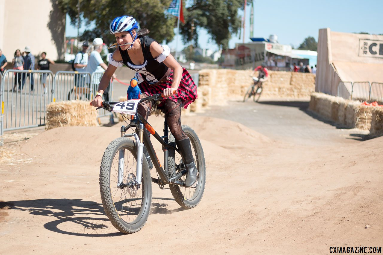nash-showed-her-crossvegas-world-cup-winning-form-and-agression-playfully-chopping-racers-but-didnt-make-the-finals-2015-clifbar-cykel-scramble-a-yee-cyclocross-magazine