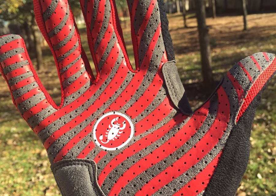 The silicone patterned palm provides added grip on the CW.6.0.
