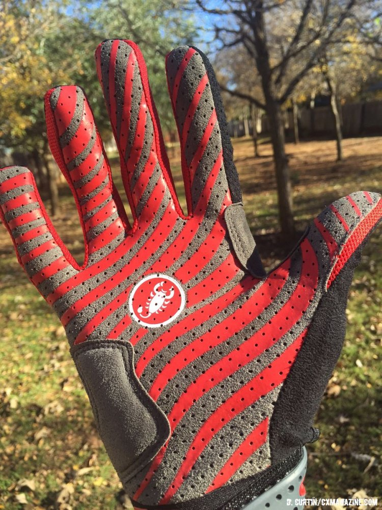The silicone patterned palm provides added grip on the CW.6.0. © Cyclocross Magazine