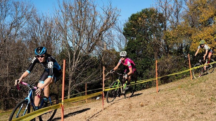 The Highlander Cup Cross race features a numer of off camber sections and punchy climbs. Not to mention two sets of stairs. © Bo Bickerstaff