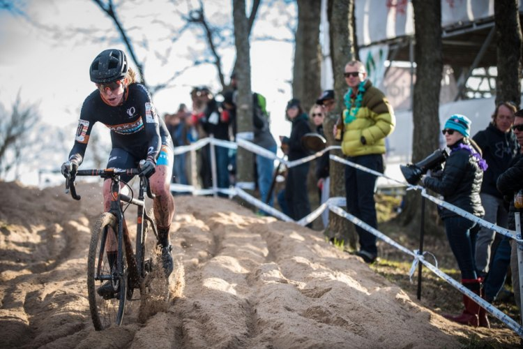 Erica Zaveta gained ground on her competitors throughout the race, clawing her way up to third place. © Andy Chasteen