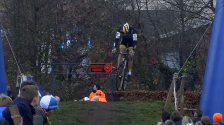 Tom Meeusen boosting a jump en route to his win at Azencross.