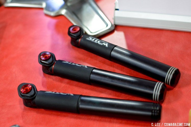 The new silca Pocket Impero is made of machined aluminum with a rubber grip near the head that acts as a lock for the handle in the closed position. © Cyclocross Magazine