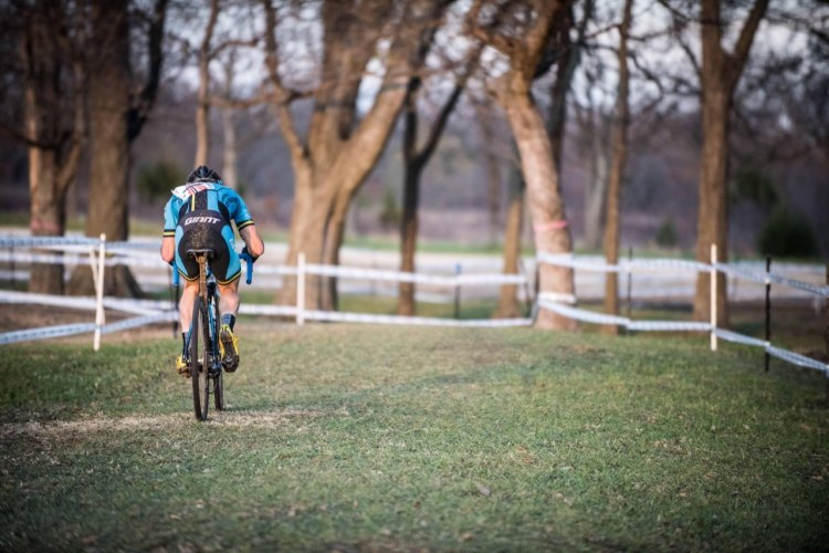 Tristan Uhl goes clear en route to his Ruts 'n Guts Elite Men's win. © Andy Chasteen