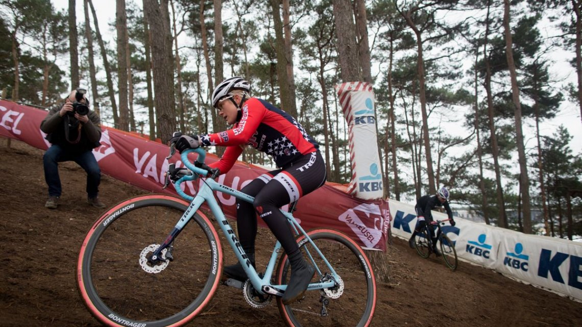 Katie Compton during pre-ride. Course Inspection. 2016 UCI Cyclocross World Championships. © P. Van Hoorebeke/Cyclocross Magazine