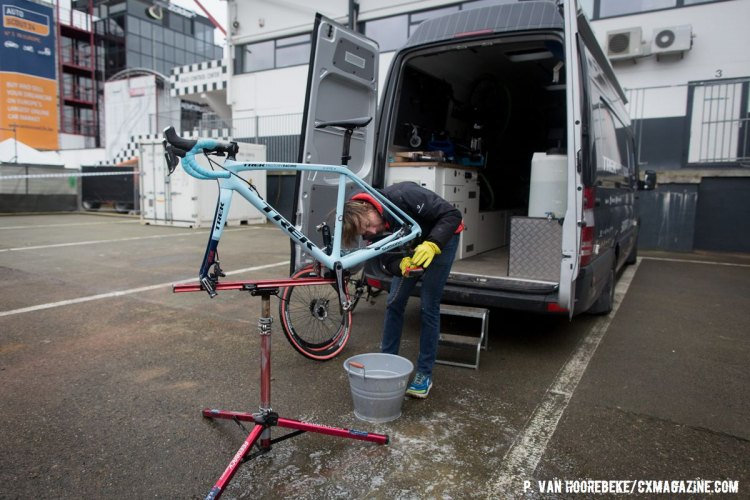 Post pre-ride Mark Legg-Compton tends to the National Champion's bike. Course Inspection. 2016 UCI Cyclocross World Championships. © P. Van Hoorebeke/Cyclocross Magazine