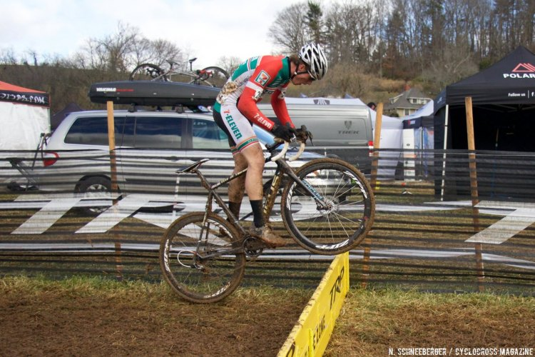 A Boulder Junior Cycling racer hops the planks with ease.© N. Schneeberger / Cyclocross Magazine