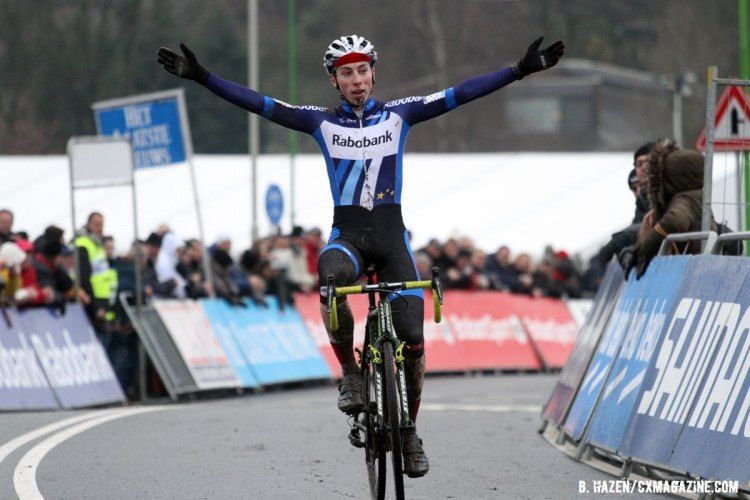 Jens Dekker takes the win in the Junior Men's race. 2016 World Cup Hoogerheide. © Bart Hazen