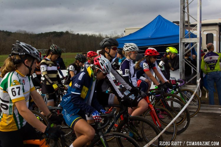 Collegiate Women D2 start line