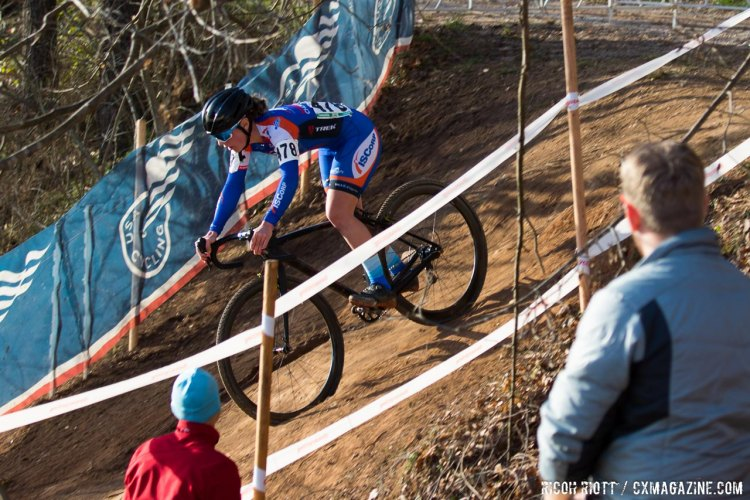 Nicole Mertz drops in. © R. Riott / Cyclocross Magazine