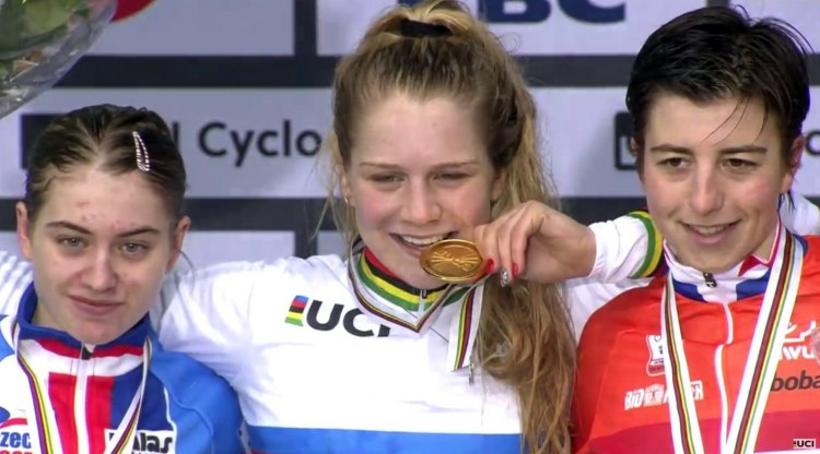Brit Evie Richards took the first-ever Women's Youth Cyclocross World Championship.