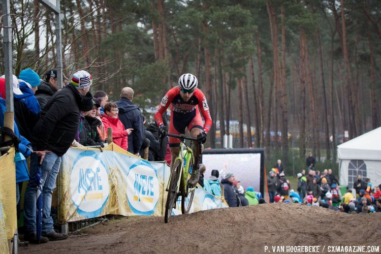 Jeremy Durrin powering over the climb to finish 56. Elite Men, 2016 Cyclocross World Championships. © Pieter Van Hoorebeke / Cyclocross Magazine