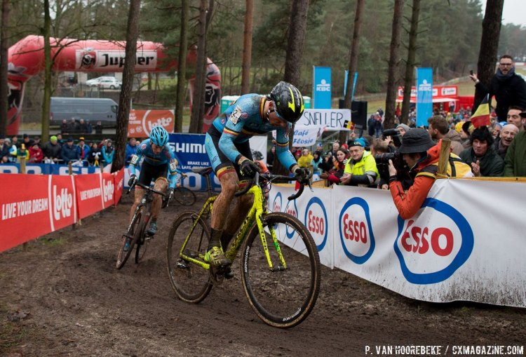 Sven Nys made the crowds roar when he jumped into the lead midway through the race. Elite Men, 2016 Cyclocross World Championships. © Pieter Van Hoorebeke / Cyclocross Magazine
