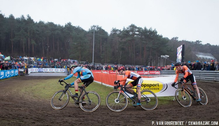 The three Vans made it look like 2015 for a moment. Elite Men, 2016 Cyclocross World Championships. © Pieter Van Hoorebeke / Cyclocross Magazine