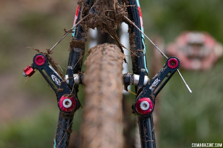 Ellen Noble used the low profile, higher-leverage configuration on her Avid Shorty Ultimate cantilever brakes. © Cyclocross Magazine