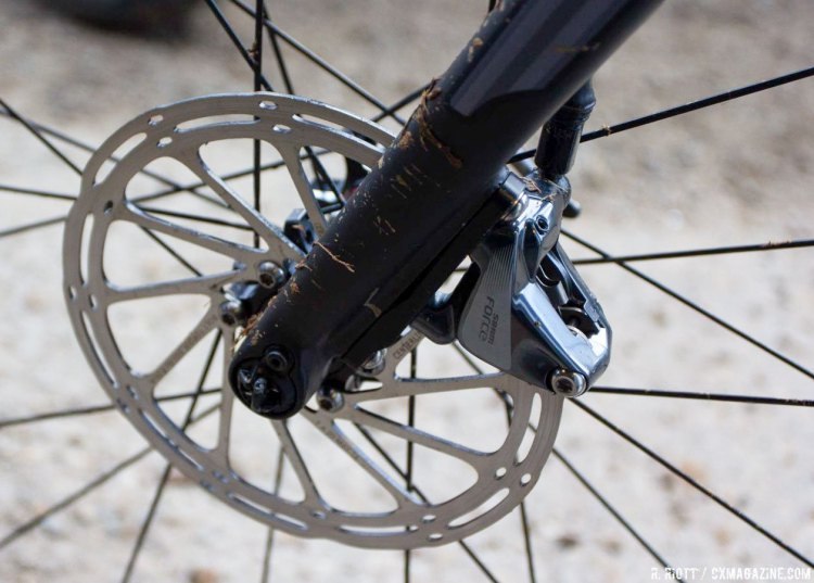 The Focus Mares CX features a through-axle fork. Sram Force hydraulic calipers and centerline rotors provide the braking. © Cyclocross Magazine