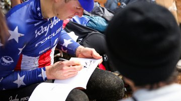 Jeremy Powers takes a minute for a fan. 2016 Cyclocross Toko © Kei Tsuji