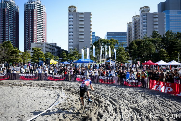 An urban beach makes for a remarkable race venue. 2016 Cyclocross Toko © Kei Tsuji