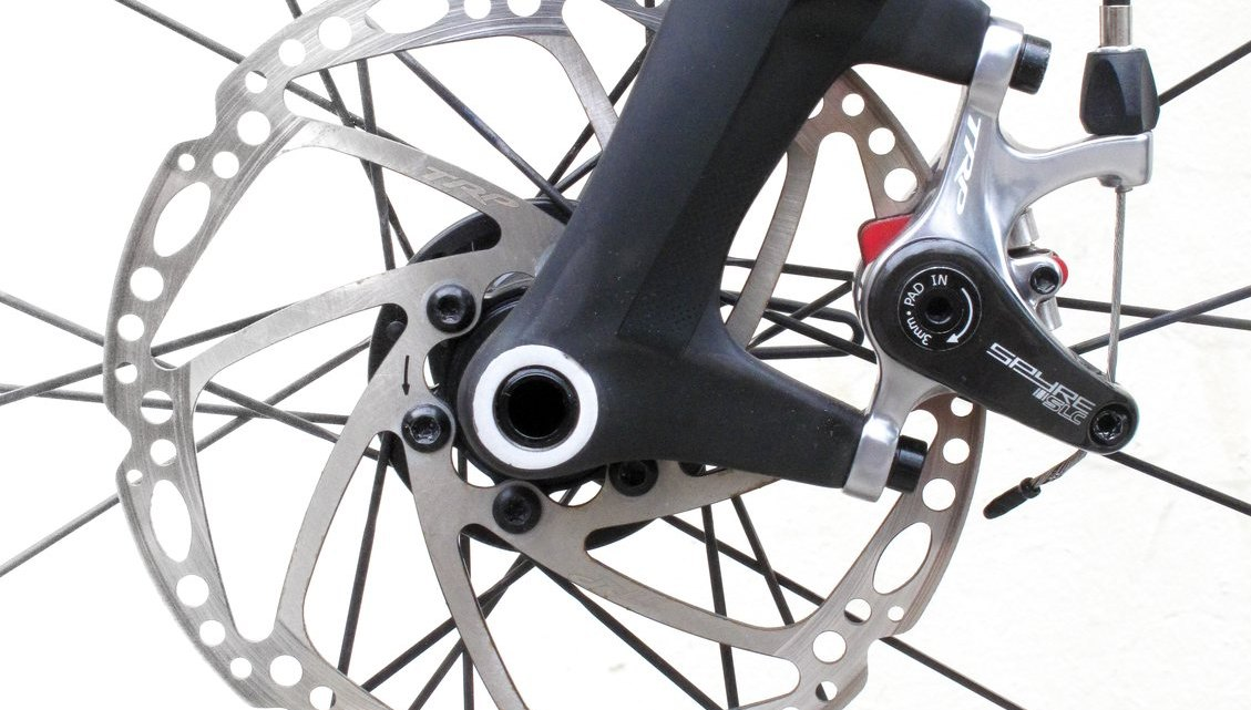 TRP's thru-axle fork is paired with the TRP dual-piston Spyre mechanical disc brake on our test made-in-USA steel Grava Revenuer. © C.Lee / Cyclocross Magazine
