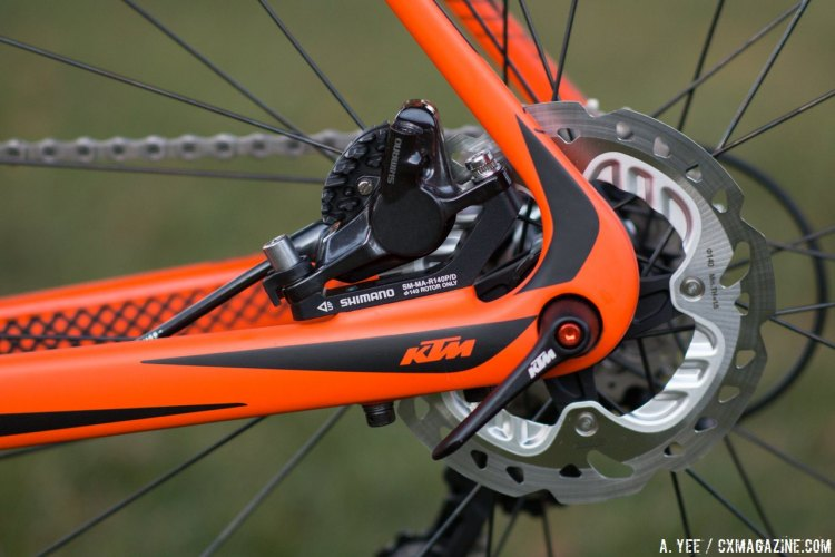 Our KTM Canic CXC cyclocross bike featured 135mm a thru axle out back, but it's 142mm on 2016 models. Shimano RS785 hydraulic brake handle stopping duties. © A. Yee / Cyclocross Magazine