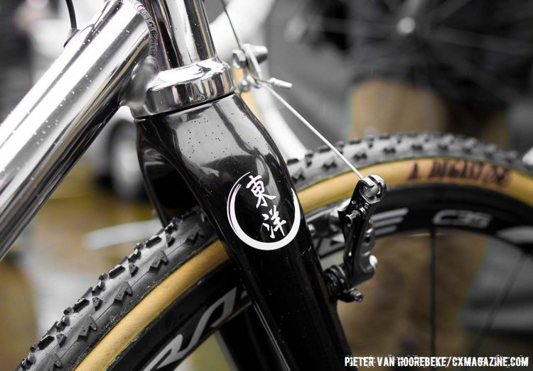 Despite the Toyo logo, the fork is actually made by Graphite Designs. © Cyclocross Magazine