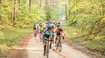 The 108 mile field hits the first climb on the first gravel section. © Ken Lim / Cyclocross Magazine