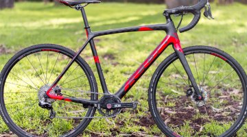Added clearance on the Flet F1X cyclocross bike. Clifford Lee / Cyclocross Magazine