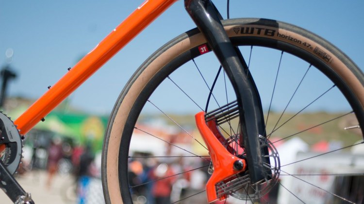 The Lauf Grit. 30mm of carbon sprung travel, 47mm rake, 409 axle-to-crown with 6mm sag. Sea Otter Classic 2016. © Andrew Yee / Cyclocross Magazine