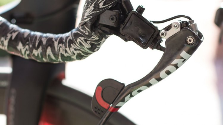 Rotor's Uno hydraulic shifters, underneath the cover. There's no tiny springs or cogs to jam should you endo in the sand pit. © Cyclocross Magazine