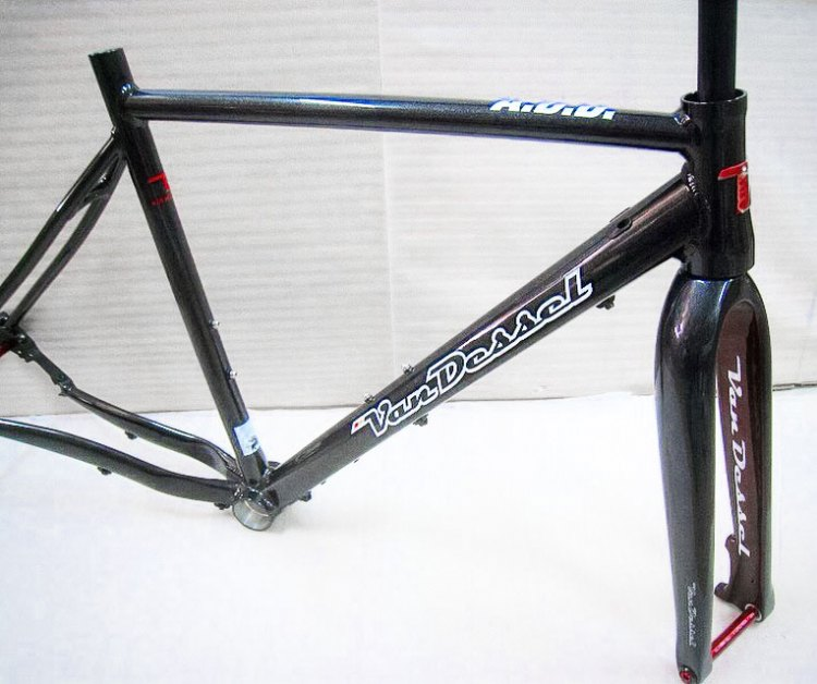 Van Dessel's new aluminum A.D.D. do-it-all cyclocross/gravel/adventure bke.
