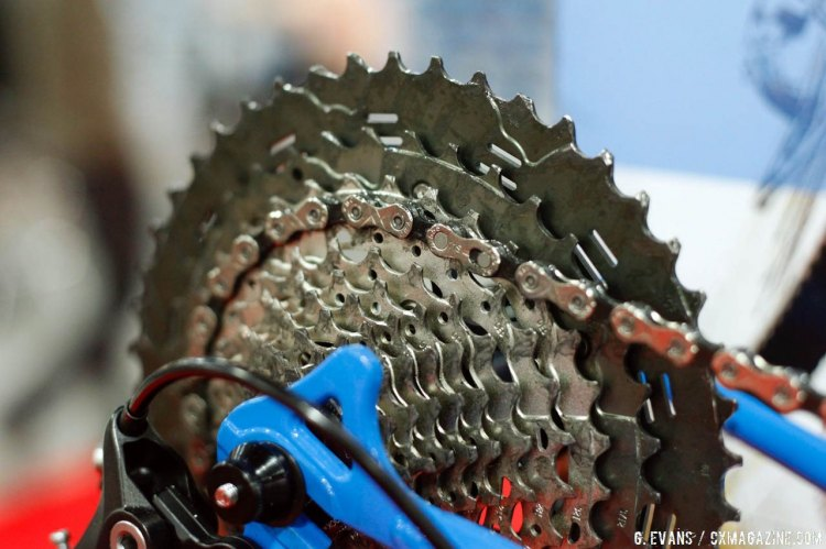 Chamfering can also be found on the corners of the outer plates, a trait that KMC claims helps reduce contact between the chain and the closely spaced cogs on 11 speed cassettes, as well as to prevent damaging the chain while shifting. © Cyclocross Magazine